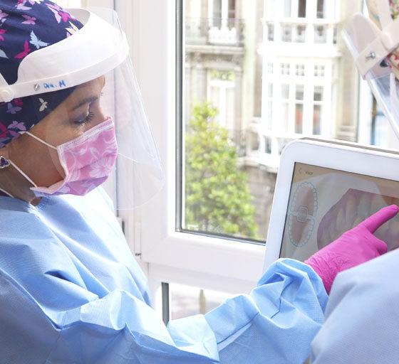 Por qué sangran las encías y cómo se tratan. Clínica Dental en Oviedo, Asturias